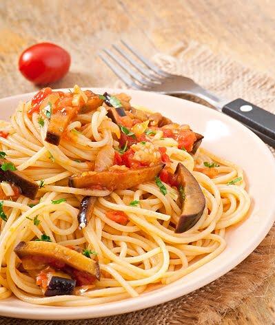 Spaghetti aux aubergines et aux champignons