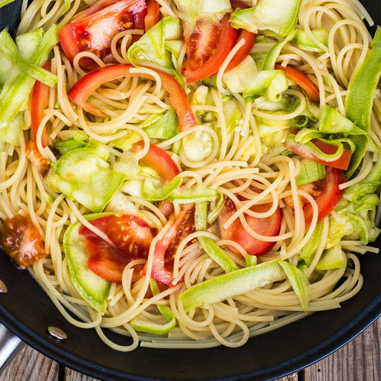 wok de spaghetti aux l gumes nos recettes lustucru. Black Bedroom Furniture Sets. Home Design Ideas