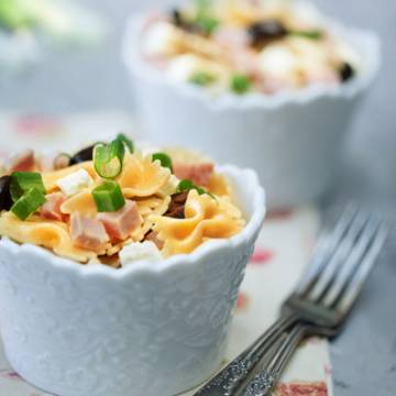 Salade de Farfalles, jambon, olives et feta