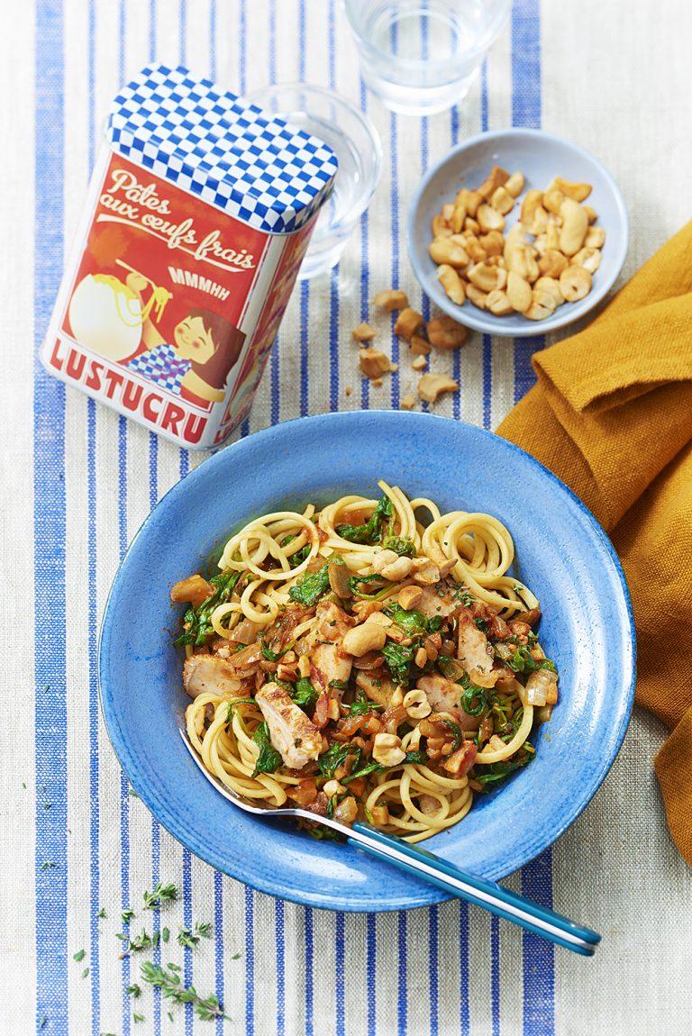 Poêlée de Linguine au poulet rôti, noix de cajou et fanes de radis