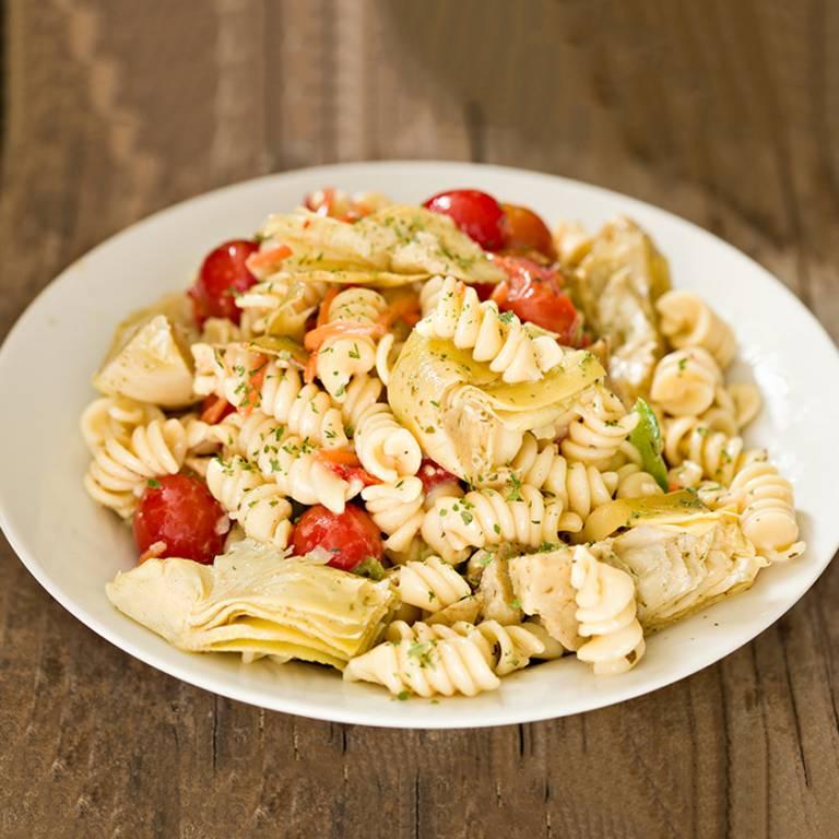 Salade de torsettes, poulet et artichauts